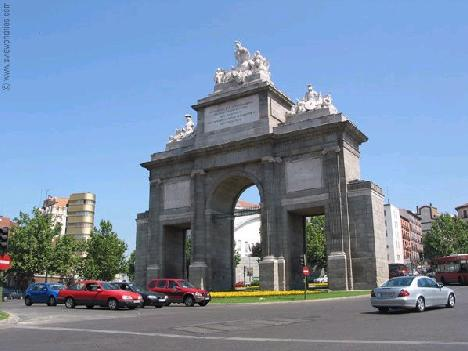 Estupendo Ático en la misma Puerta de Toledo - Madrid